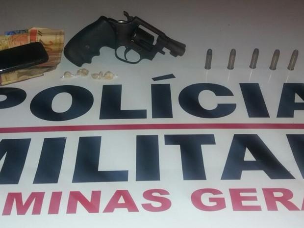 Homem chegou a oferecer arma para não ser preso. (Foto: Polícia Militar/Divulgação)