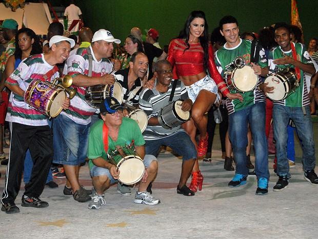 Gracyanne Barbosa na quadra da X9 Paulistana em São Paulo (Foto: Eduardo Graboski/ Divulgação)