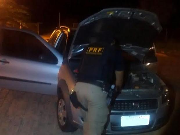 Carro que homem abandonou com filha dentro é roubado (Foto: Divulgação/Polícia Rodoviária Federal)