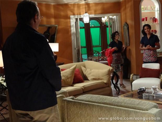 Wilson salva a pele de Sheila e não permite com que Damáris demita a copeira (Foto: Sangue Bom/ TV Globo)