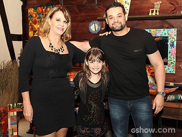 Geytsa Garcia foi à festa acompanhada pela avó, Erica Stoppel, e o pai, Fernando Sampaio (Foto: Camila Camacho / TV Globo)