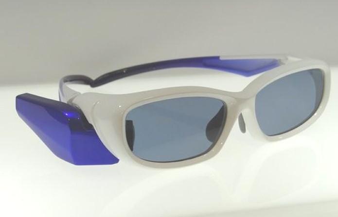 Design do Toshiba Glass, ao menos inicialmente, é pouco atrativo (Foto: Reprodução/Geeky Gadgets)