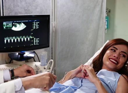 Acompanhada de Grego, Margot escuta coração do bebê pela 1ª vez