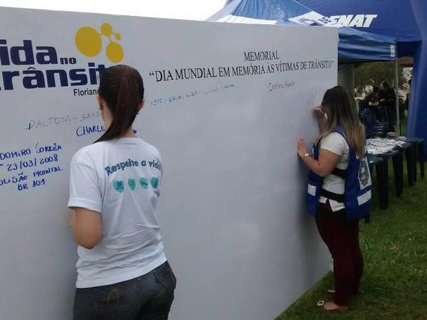 Painel homenageou vítimas do trânsito em Florianópolis (Foto: Secretaria Municipal de Saúde/Divulgação)