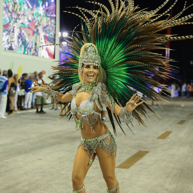 Wanessa desfilando pela Mocidade (Foto: Manuela Scarpa/Brazil News)