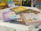 Pais dão dicas para economizar na compra de material escolar em MG