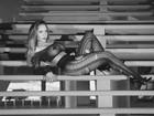 Mulher Melão faz pose com roupa transparente: 'Essa noite promete'