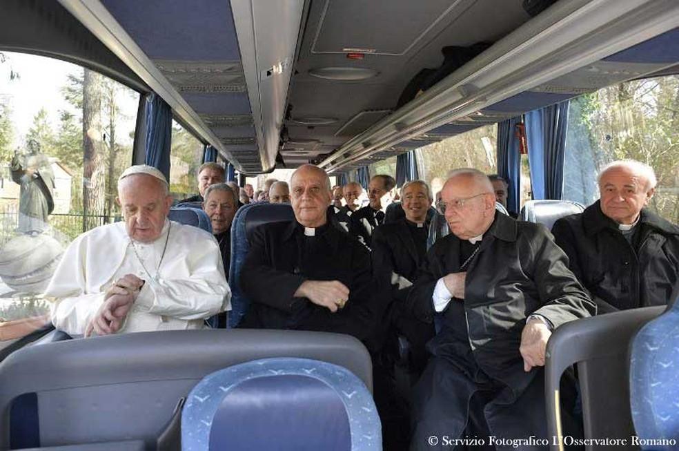 Papa Francisco deixando Ariccia, na Itália, nesta sexta-feira (10), em último dia de retiro espiritual  (Foto: Osservatore Romano / AFP   )