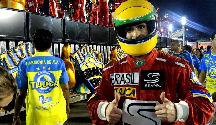 Fabrício Negri representou Ayrton Senna no desfile da Unidos da Tijuca (Foto: Thierry Goozer)