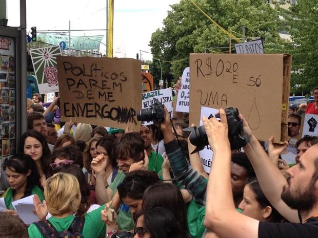 Brasileiros fazem manifestação neste domingo (16), em Berlim  (Foto: Ana Paula Freitas/Arquivo pessoal)