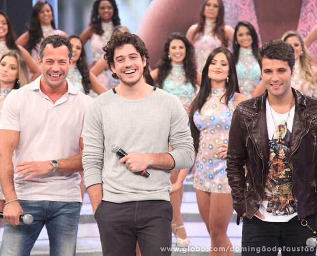Trio assiste aos depoimentos do público (Foto: Domingão do Faustão / TV Globo)
