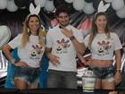 Irmãs Minerato entregam ovos da Páscoa ao lado de Alexandre Pato