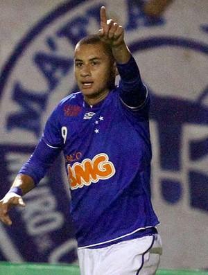 Wellington Paulista comemora gol do Cruzeiro (Foto: Ag. Estado)