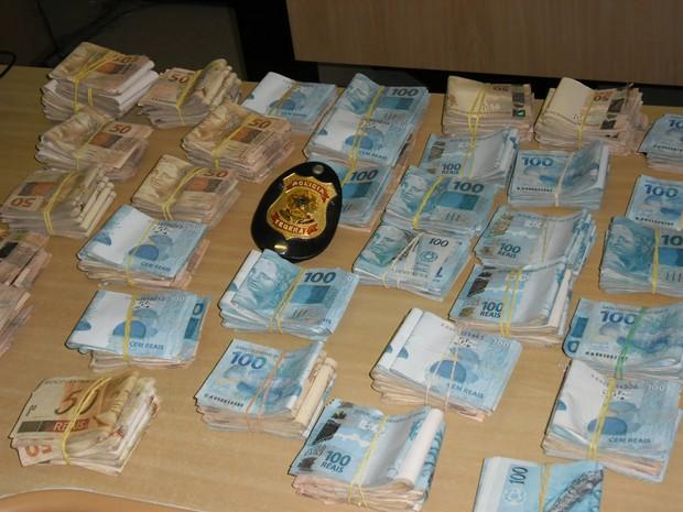 Policia Federal apreendeu grande quantia em dinheiro (Foto: Divulgação/Policia Federal)