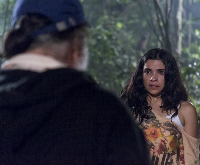 Tóia dá de cara com Zé Maria e se desespera (Foto: Ellen Soares/Gshow)