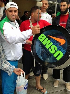 Festa argelina teve batuque às 10h em São Paulo (Foto: Ana Carolina Moreno/G1)