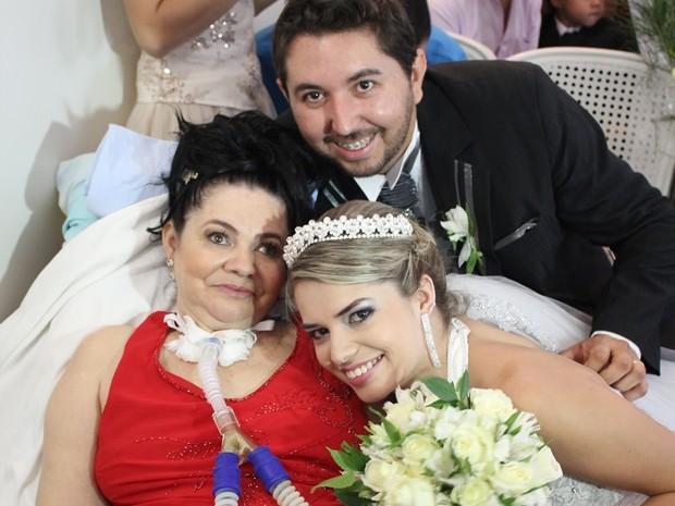 Mãe pôde acompanhar o casamento da filha (Foto: Assessoria/HB)