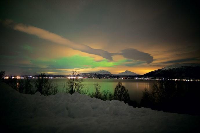 Marco flagra as luzes refletidas nas nuvens no céu da Noruega durante o Carnaval deste ano (Foto: Divulgação)