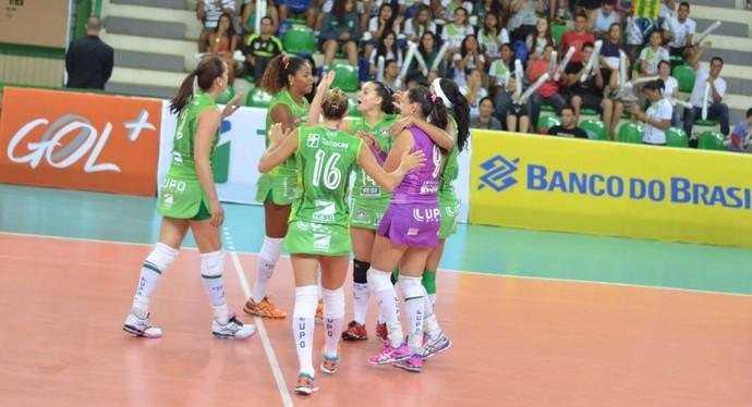 Brasília festeja ponto diante do São Caetano na Superliga feminina (Foto: Divulgação/Brasília)