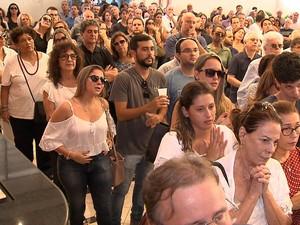 Familiares prestaram homenagens à artista plástica em Salvador (Foto: Imagens / TV Bahia)