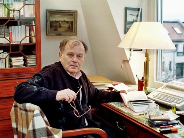 Loest em foto tirada em 19 de fevereiro de 2001 em sua casa em Leipzig (Foto: Wolfgang Kluge/AFP)