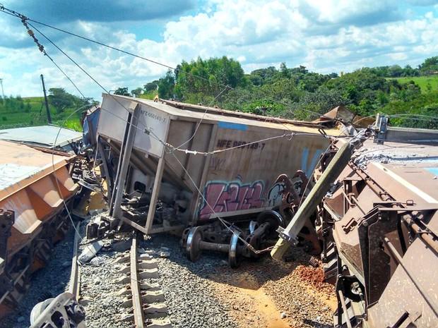 Trens teriam colidido frontalmente (Foto: Kelvyn Vituriano Mamede)