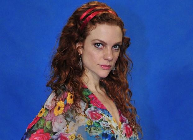 3º lugar: Maria Eduarda, a Vanessa de 'Em Família', fez um alongamento para participar da novela. Os cabelos da atriz são naturalmente ruivos (Foto: Divulgação/TV Globo)
