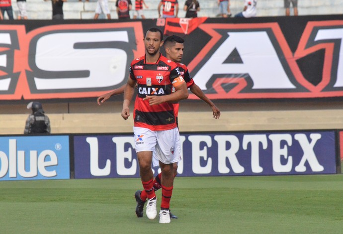 Roger Carvalho - zagueiro do Atlético-GO (Foto: Paulo Marcos / Atlético-GO)