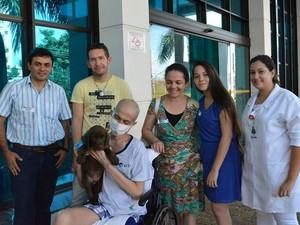 Gabriel Lemes Daniel de Sousa, de 18 anos, passa por sessões de quimioterapia na Santa Casa (Foto: Divulgação/Santa Casa)