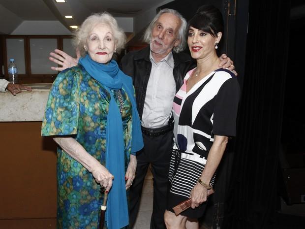 Christiane Torloni com os pais, Monah Delacy e Geraldo Matheus, em estreia de peça na Zona Sul do Rio (Foto: Ag. News)