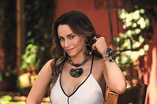 A atriz conta que está se sentindo chique aos quarenta! (Foto: Marcelo Ringo)