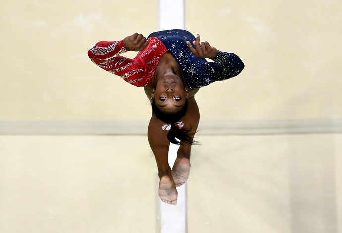 GALERIA - Simone Biles durante a classificatória de saltos (Foto: David Ramos/Getty Images)