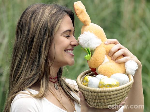 A gata ama a tradição do coelhinho de Páscoa (Foto: Felipe Monteiro/TV Globo)
