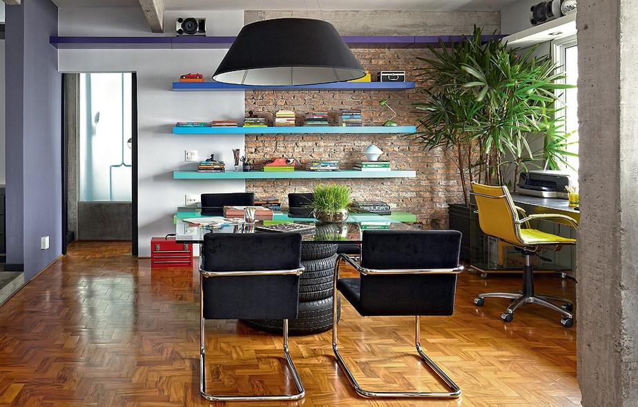 Na Sala, A área Do Escritório Tem Prateleiras Laqueadas Coloridas De ~ Mobiliario Jardim Area