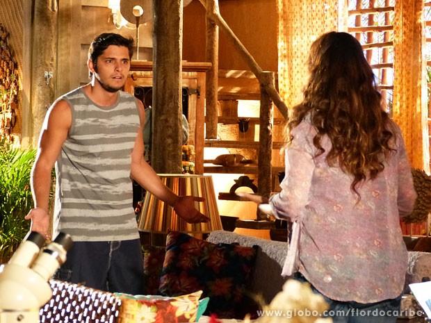 Natália tenta terminar com Juliano (Foto: Flor do Caribe / TV Globo)