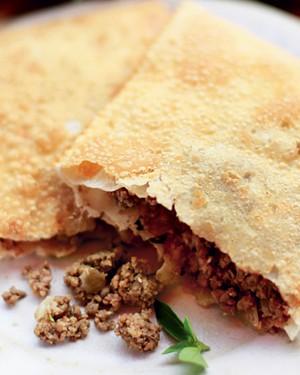 Pastel de carne (Foto: Rogério Voltan/Casa e Comida)