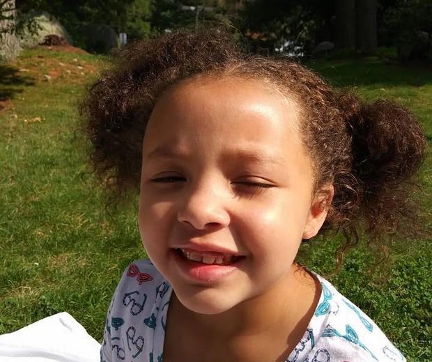 Tru, de 7 anos, tinha os cabelos cacheados (Foto: Reprodução Facebook Denise Robinson)