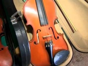 Viúva doou violino que pertencia ao marido (Foto: Reprodução/RBS TV)