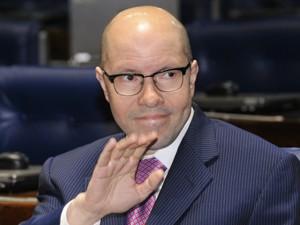 Demóstenes Torres no plenário do Senado nesta segunda (2) (Foto: Waldemir Barreto/Agência Senado)