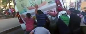 VÍDEO: moradores viram van para socorrer mulher atropelada no CE (Reprodução/TV Globo)