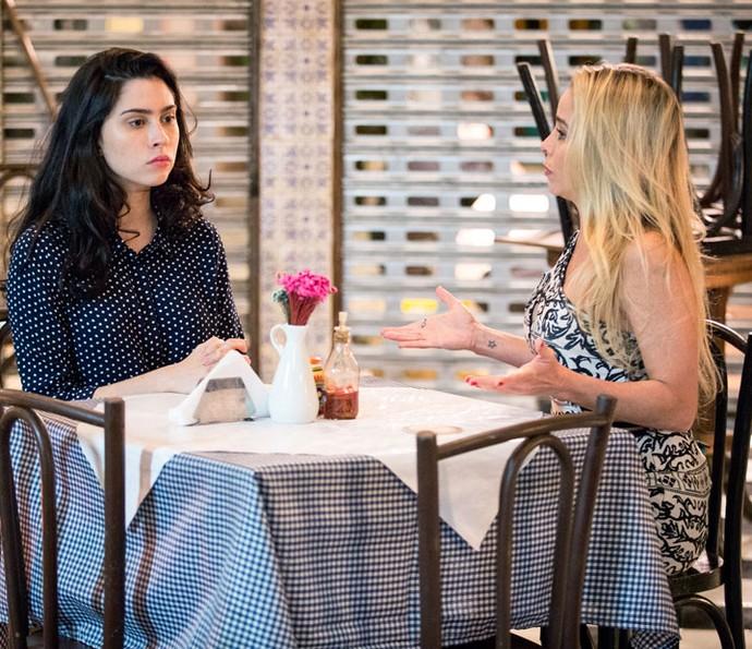 Débora tem uma conversa franca com Suely (Foto: Fabiano Battaglin/TV Globo)
