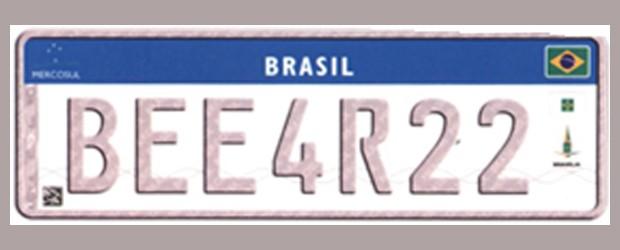 Futura placa de carro de colecionador tem fundo branco, como todas, e se diferencia pela cor das letras e números, em cinza (Foto: Divulgação/Ministério das Cidades)