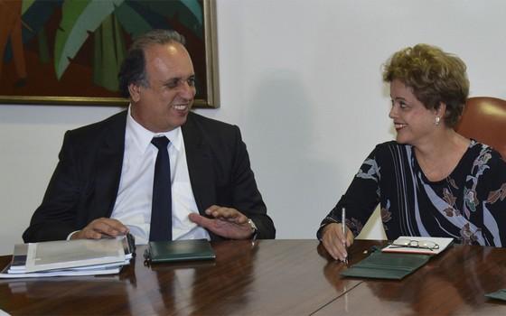 Luiz Fernando Pezão (PMDB), governador do Rio de Janeiro, em reunião de governadores do Sudeste com a presidente Dilma Rousseff em julho de 2015 (Foto: Fabio Rodrigues Pozzebom / Agência Brasil)