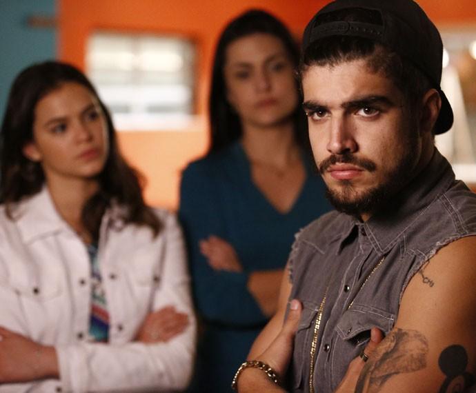 Grego não pensa duas vezes na hora de cobrar pelo novo estabelecimento de Marizete (Foto: Raphael Dias/Gshow)