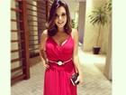Giovanna Lancellotti investe no decote em look para casamento
