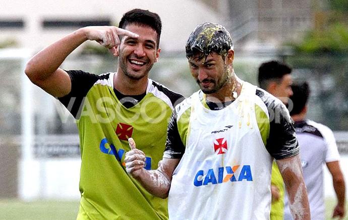 Pedro Ken ovada no treino do Vasco (Foto: Marcelo Sadio / Site Oficial do Vasco)