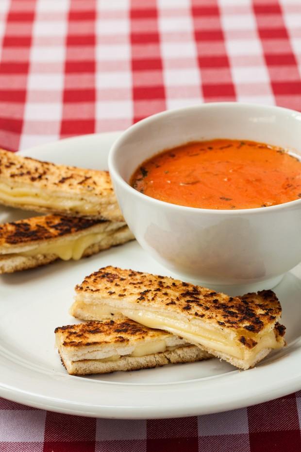 Sopa de tomate deliciosa e fácil