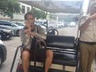 Homem afirma ter sido preso por guardas ao fotografar VLT no Rio
