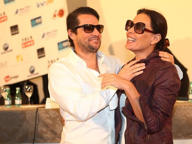Marcelo Serrado e Carolina Ferraz, coletiva do filme Crô (Foto: Iwi Onodera/EGO)