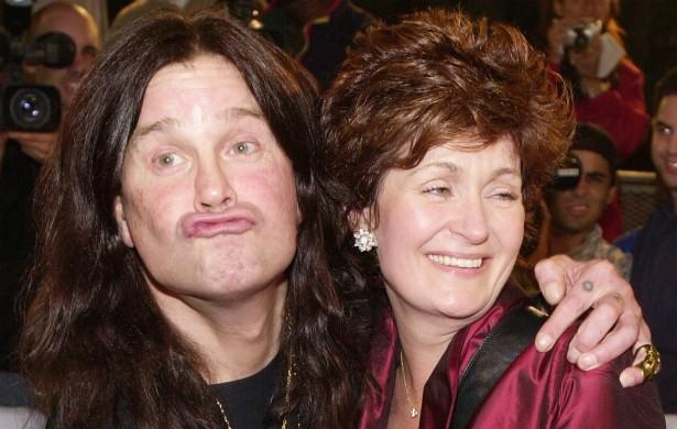 Nos idos de 1989, Ozzy Osbourne foi para a cadeia após tentar estrangular a esposa, Sharon, até a morte. 25 anos depois, eles continuam juntos e dizem se amar muito. (Foto: Getty Images)